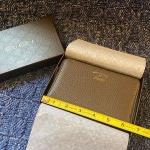 Brown Gucci Zipper Wallet